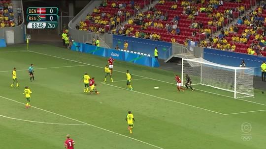 Dinamarca passa pela África do Sul e lidera o grupo do Brasil