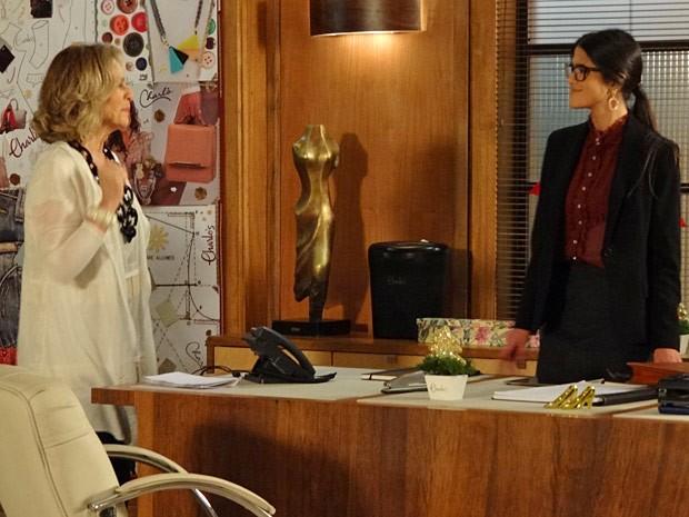 Poderosa! Isadora mal chega e já dá um fora em Otávio (Foto: Guerra dos Sexos / TV Globo)
