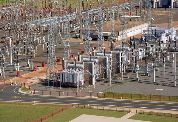 Subestações de energia elétrica como a da foto, em Furnas, são desenhas por engenheiros eletricistas (Foto: Divulgação/Alstom)