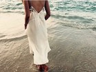 Após curtir campeãs na Sapucaí, Grazi Massafera posta foto na praia