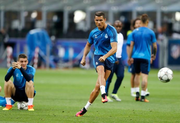 Cristiano Ronaldo treino Real Madrid San Siro (Foto: Reuters)