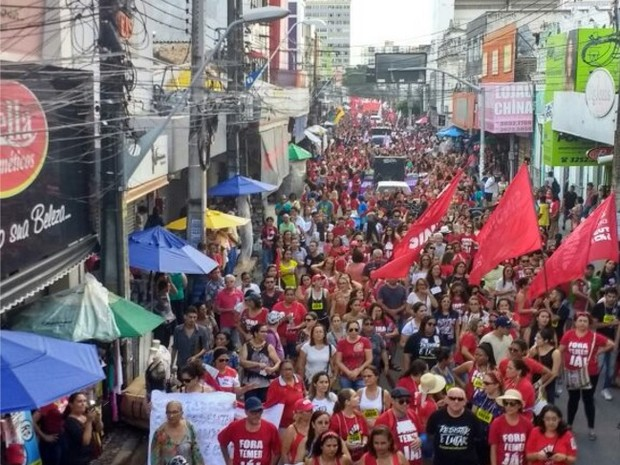 Ato contra reforma da Previdência e contra a lei da terceirização  (Foto: Dalwton Moura/ Divulgação)