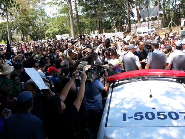 Protesto reuniu cerca de 700 pessoas, segundo estimativa da PM (Foto: Geraldo Jr. / G1)