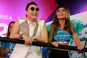 Psy e Sabrina no Camarote Expresso 222 (Foto: AgNews)