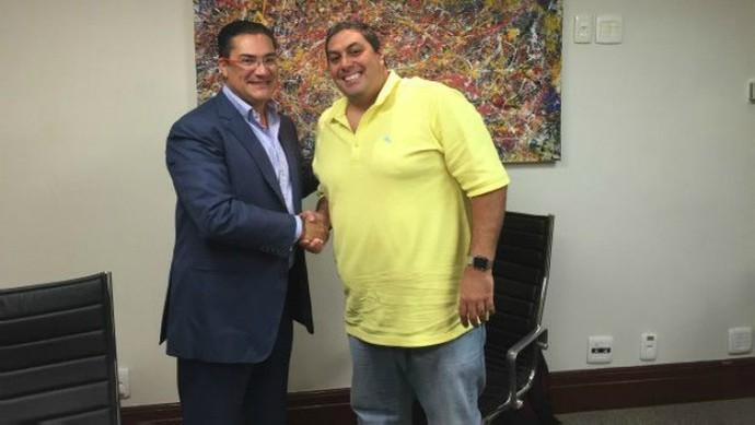"""Carlos Fonseca, de 36 anos, comprou uma das cotas de US$ 500 mil em troca de um """"green card"""" (Foto: BBC Brasil)"""