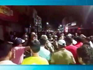 Vereadores só deixaram câmara acompanhados da Polícia Militar (Foto: Reprodução/TV Sudoeste)