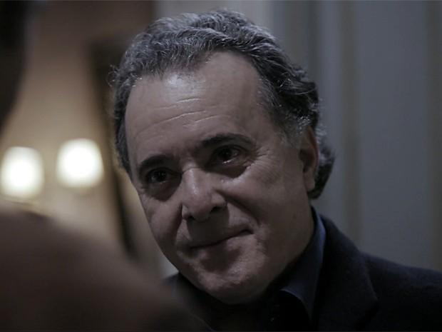 Braga tenta convencer Pedroso a esquecer tudo o que acabou de descobrir (Foto: O Rebu / TV Globo)