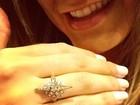 Andressa Urach mostra anel de diamantes e diz: 'Amei o presente'