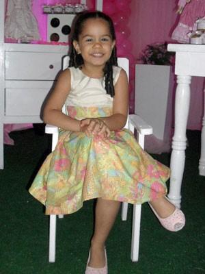 Letícia Marcelino, de 6 anos, foi baleada quando estava com o pai e a mãe em Parnamirim, RN (Foto: Reprodução/Arquivo família)