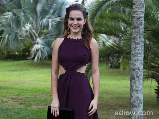 Bianca exibe silhueta enxuta com vestido mega decotado (Foto: Carol Caminha / TV Globo)