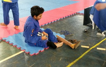 Amputado, atleta de 12 anos dá lição de superação no jiu-jitsu em Rondônia