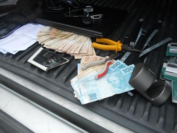 Material usado no golpe foi apreendido com os criminosos (Foto: Blog Repórter Eduander Silva)