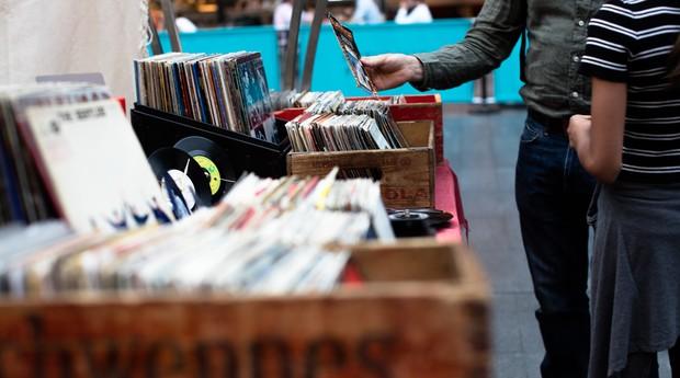 varejo, mercado, compra, consumidor, venda, disco, loja, loja de rua, rua (Foto: Reprodução/Pexels)