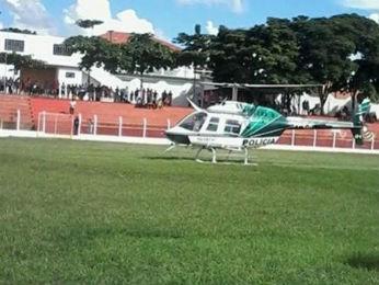 Helicóptero do Graer pousou no estádio Jorge Banuth, em Ibaiti (Foto: Gilson Sarrafo/InformePolicial)