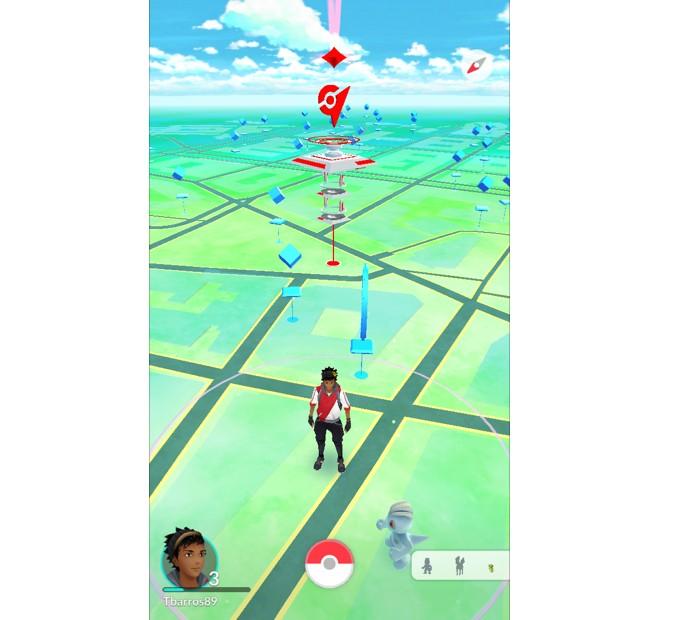 Pontos azuis são os Pokéstops em Pokémon GO (Foto: Reprodução/Thiago Barros)