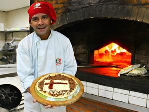 """""""Tio"""" é pizzaiolo há mais de 15 anos (Foto: Romulo de Sousa/G1 AM)"""