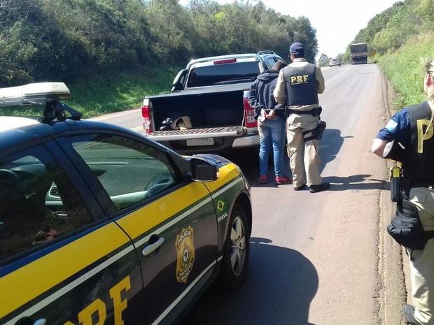 Suspeito foi preso em Clevelândia, no sudoeste paranaense (Foto: PRF/Divulgação)