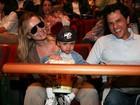 Eliana leva o filho a musical da Disney em São Paulo