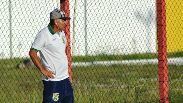 Edmilson comemorou a vitória na estreia do segundo turno (Foto: Felipe Martins/GLOBOESPORTE.COM)