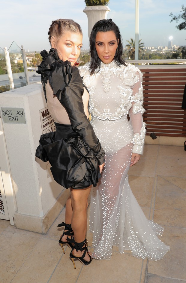 Kim Kardashian e Fergie no Los Angeles Fashion Awards (Foto: Getty Images)