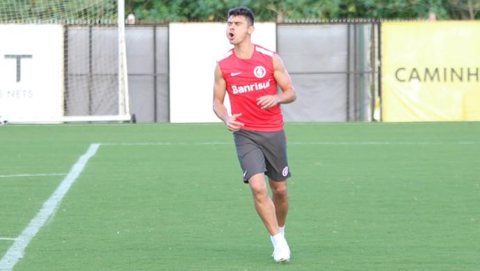 Alex em treino do Internacional no CT do Parque Gigante, Inter (Foto: Tomás Hammes/GloboEsporte.com)