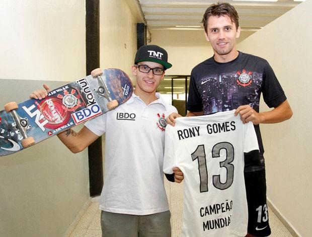 skate corinthians Rony Gomes e Paulo Andre (Foto: Rodrigo Coca / Agência Corinthians)