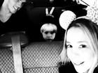 Danielle Winits curte férias na Disney com os filhos e o marido