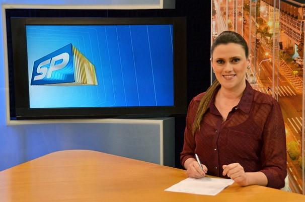 Bruna Bachega, assumiu a bancada do SPTV 2ª Edição interinamente (Foto: Marketing / TV Fronteira)