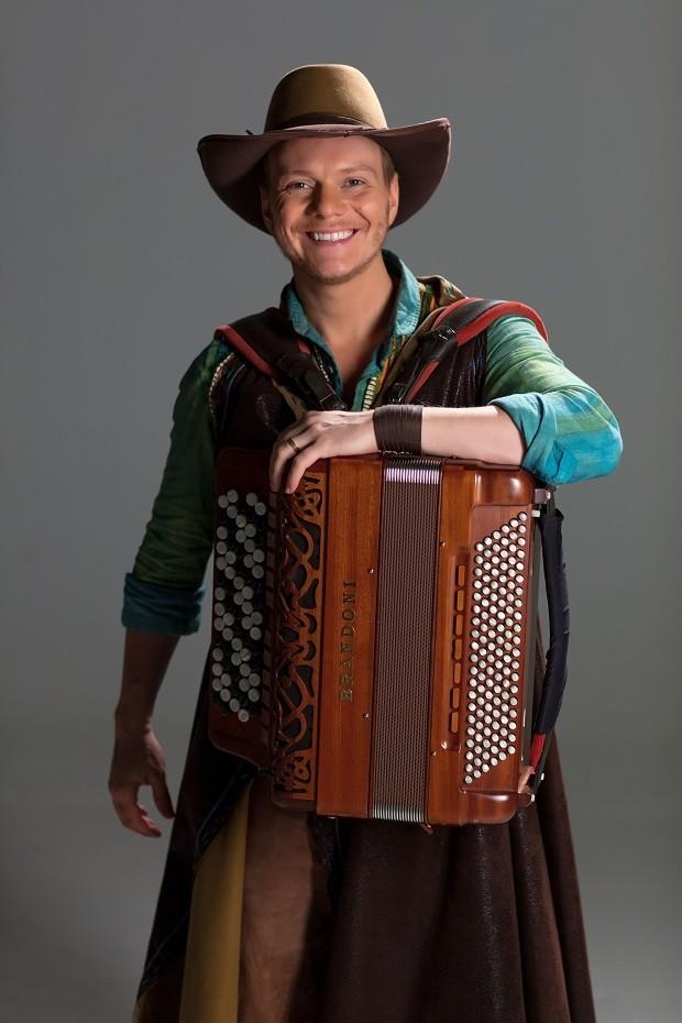Michel Teló e conta a história da música sertaneja, desde a sua origem caipira, na década de 1920, até os dias mais recentes, em 'Bem Sertanejo - O Musical' (Foto: Divulgação)