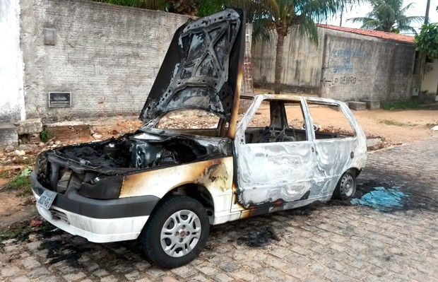 Fiat Uno ficou completamente destruído; perícia técnica deve apontar causa da explosão (Foto: Marksuel Figueiredo/Inter TV Cabugi)