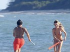 Alexandre Pato e Fiorella Mattheis se beijam em Trancoso, na Bahia