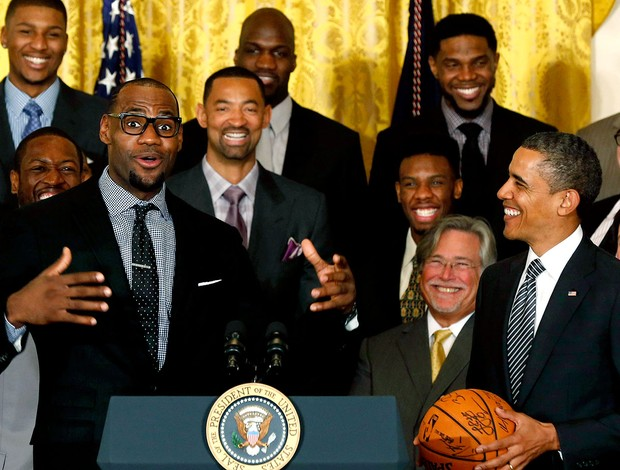 LeBron James e Obama em encontro do presidente com o Miami Heat (Foto: Reuters)