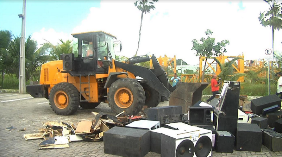 De acordo com a Seuma, foram descartadas 98 estruturas que não foram resgatadas no prazo estabelecido em lei. (Foto: Reprodução/TV Verdes Mares)