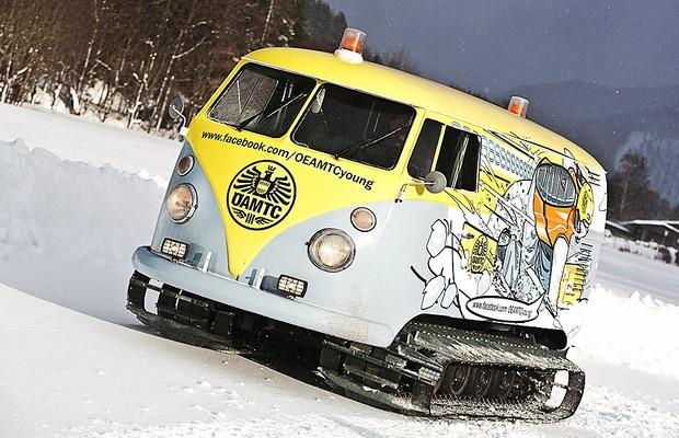 Kombi 3 em 1: van, veículo para neve e pick-up para DJ (Foto: BB-support)