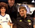 Em boa fase, David Luiz participa de tarde de autógrafos com fãs do Chelsea
