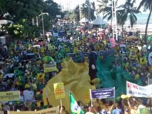 Manifestantes na Avenida Boa Viagem, no Recife (Foto: Camila Torres/TV Globo)