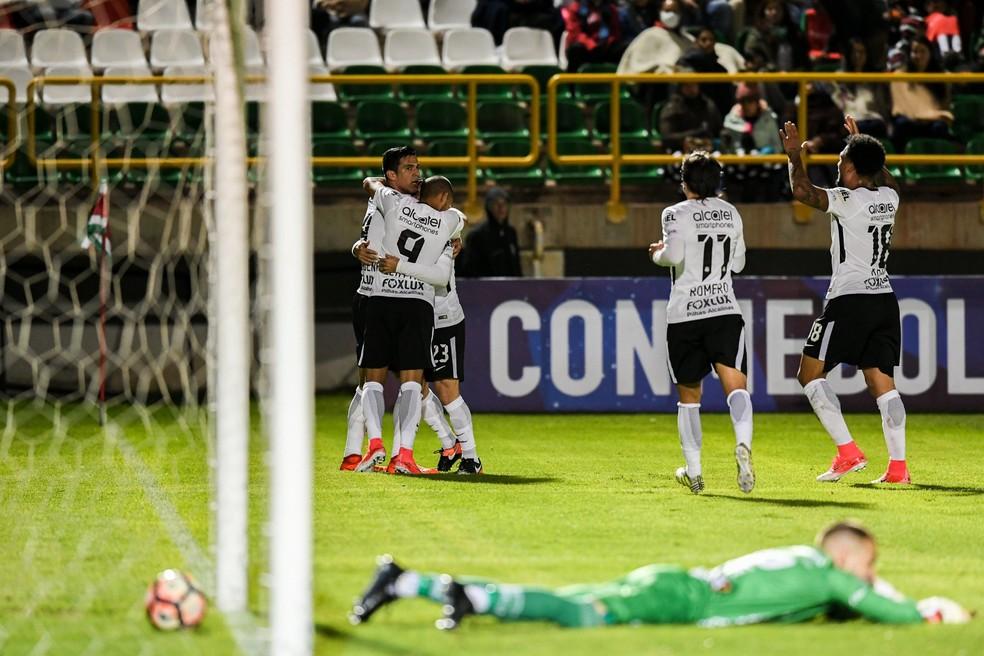 Corinthians conseguiu o empate nos minutos finais com um gol de Balbuena (Foto: Luis Acosta / AFP)