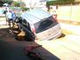 'Não vi', diz motorista após cair com carro em buraco de obra em Sorocaba