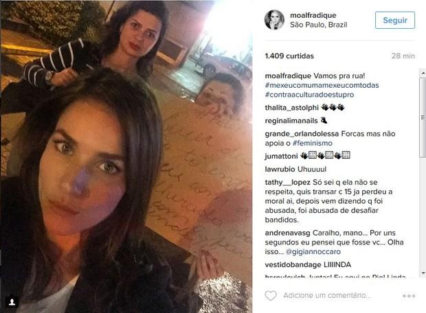 Monique Alfradique vai a protesto contra o estupro, em São Paulo (Foto: Reprodução/Instagram)