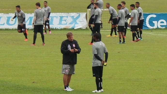 Waldemar Lemos e Toró em treino do Anápolis (Foto: Fernando Vasconcelos / GloboEsporte.com)
