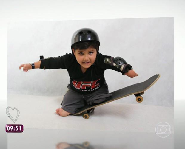 Davi surfa (Foto: TV Globo)