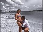Leticia Santiago posa de biquíni e ganha beijinho na barriga do marido