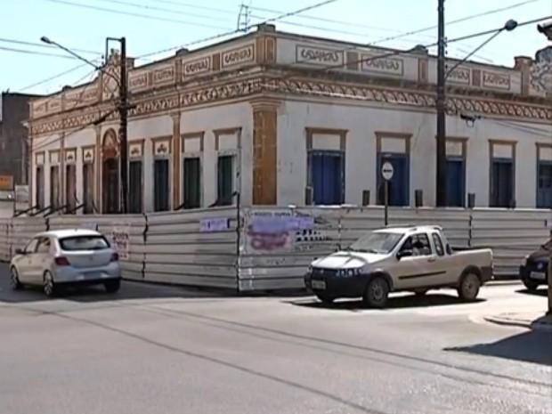 Moradora criou até um abaixo-assinado para a reforma do casarão de Itapeva (Foto: Reprodução/ TV TEM)