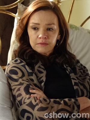Helena fica arrasada com conversa (Foto: Em Família/TV Globo)