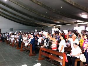 Católicos lotaram a Catedral Metropolitana de Natal (Foto: Matheus Magalhães/G1)