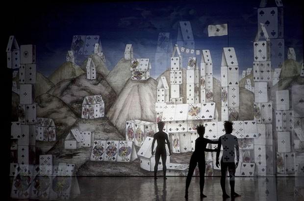 Fornasetti's set was Alice In Wonderland in style. (Foto: Reprodução )
