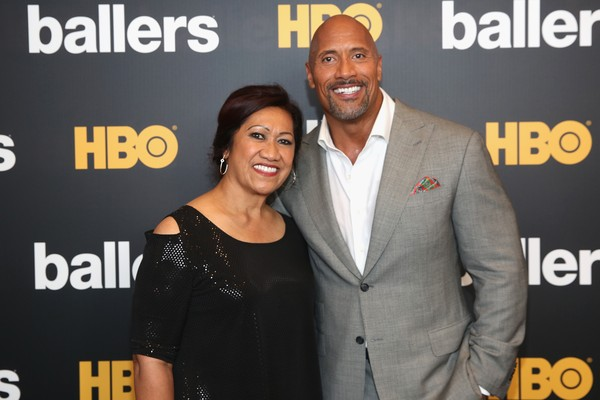 O ator Dwayne The Rock Johnson com a mãe, Ata Johnson (Foto: Getty Images )