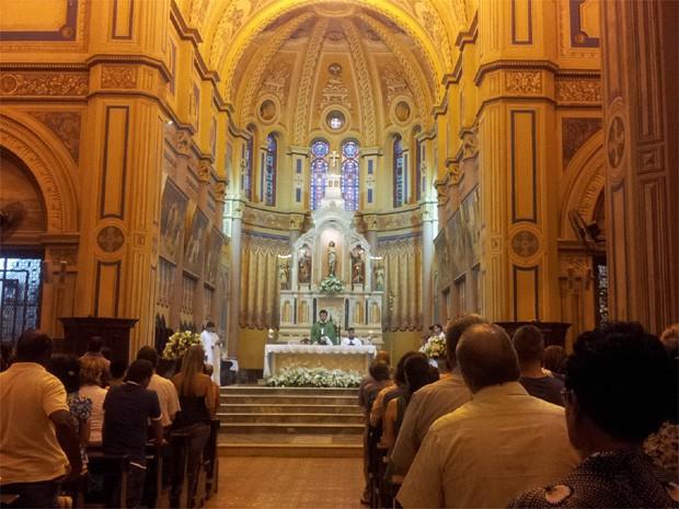 Populares lotaram catedral de Ribeirão Preto durante missa em homenagem ao menino Joaquim (Foto: Fernanda Testa/G1)