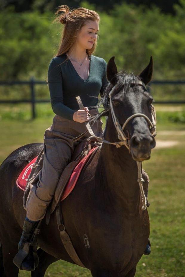 Marina Ruy Barbosa em aula de equitação (Foto: Mauricio Fidalgo/TV Globo)