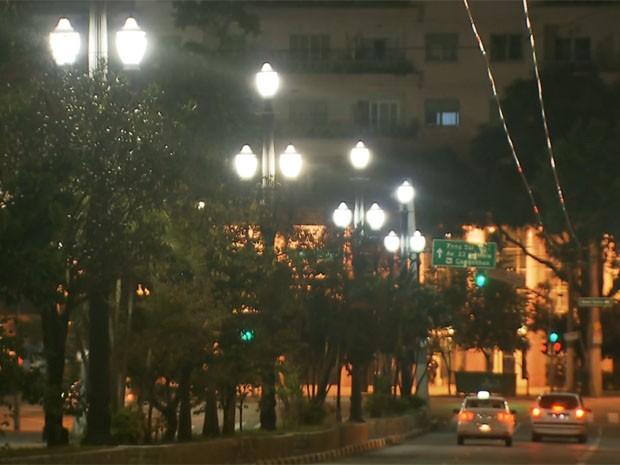 Postes de luz no Centro de São Paulo (Foto: Reprodução/TV Globo)